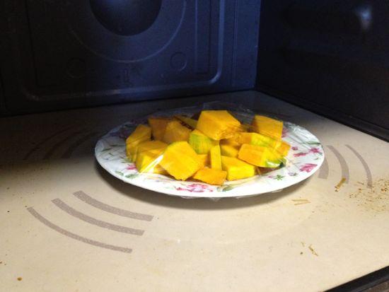 005.カボチャをレンジで暖める1