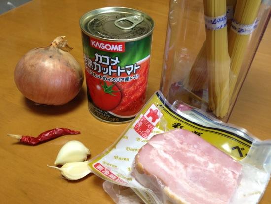 [0003] カリカリベーコンとトマトたっぷりパスタ