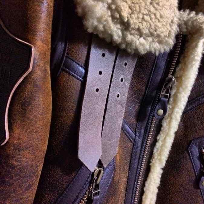 [0056] 寒い冬にはAVIREX B-3フライトジャケットで防寒対策