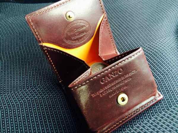 [0057] Ganzoの小銭入れ BOX(箱型)タイプを購入 革素材はシェルコードバン