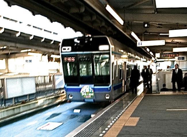 [0076] 電車で痴漢に間違われた時に絶対にしてはいけない行動