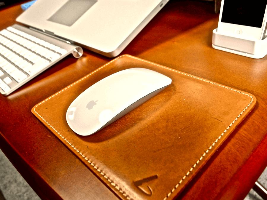 [0088] 土屋鞄のマウスパッドはデスク周りのアクセント