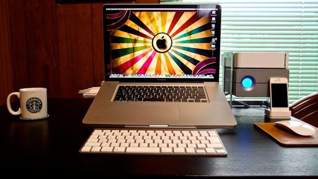 [0104] 正しい目線で肩こり改善 『elago』MacBookスタンド