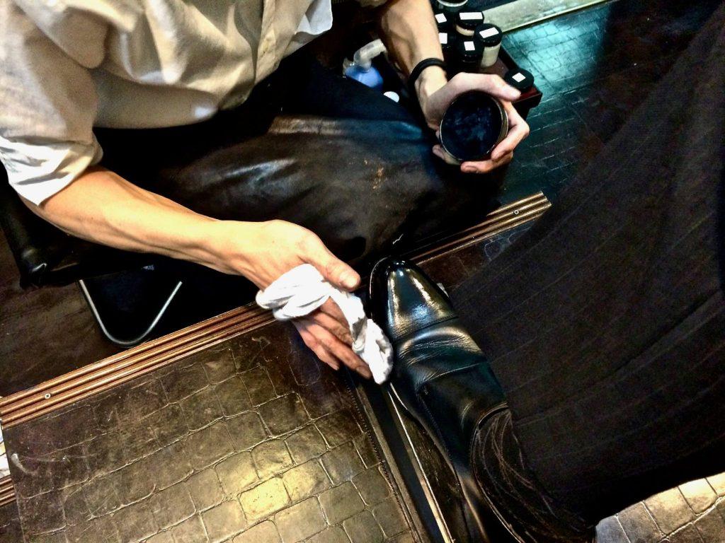 [0119] プロの技術で革靴をピカピカに!! 新橋駅 『靴みがき本舗』に行ってきた。