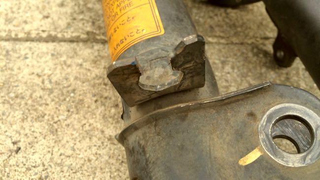 03 SW20 ショック ブレーキホース取り付け部切り込み
