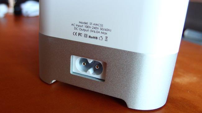 03 Satechi Smart charging station