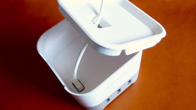 10 Satechi Smart charging station