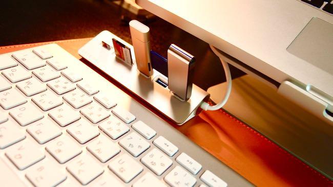 01 Satechi Aluminum Hub USB 3 0 Card Reader
