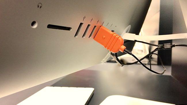 02 Satechi Aluminum Hub USB 3 0 Card Reader