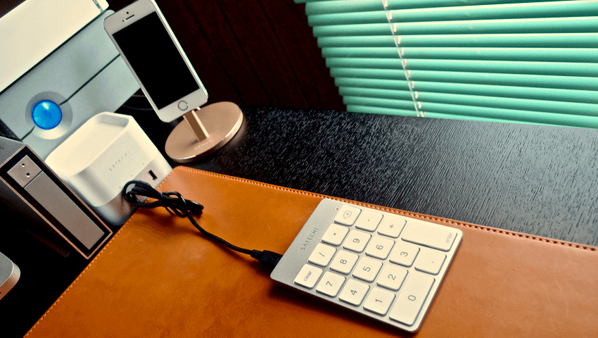 10 Satechi premum Aluminum Wireless Keypad Silver