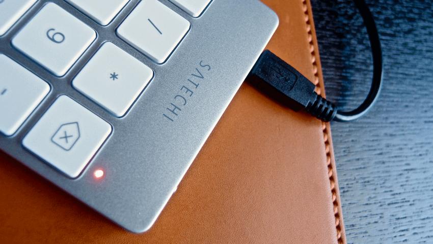 11 Satechi premum Aluminum Wireless Keypad Silver
