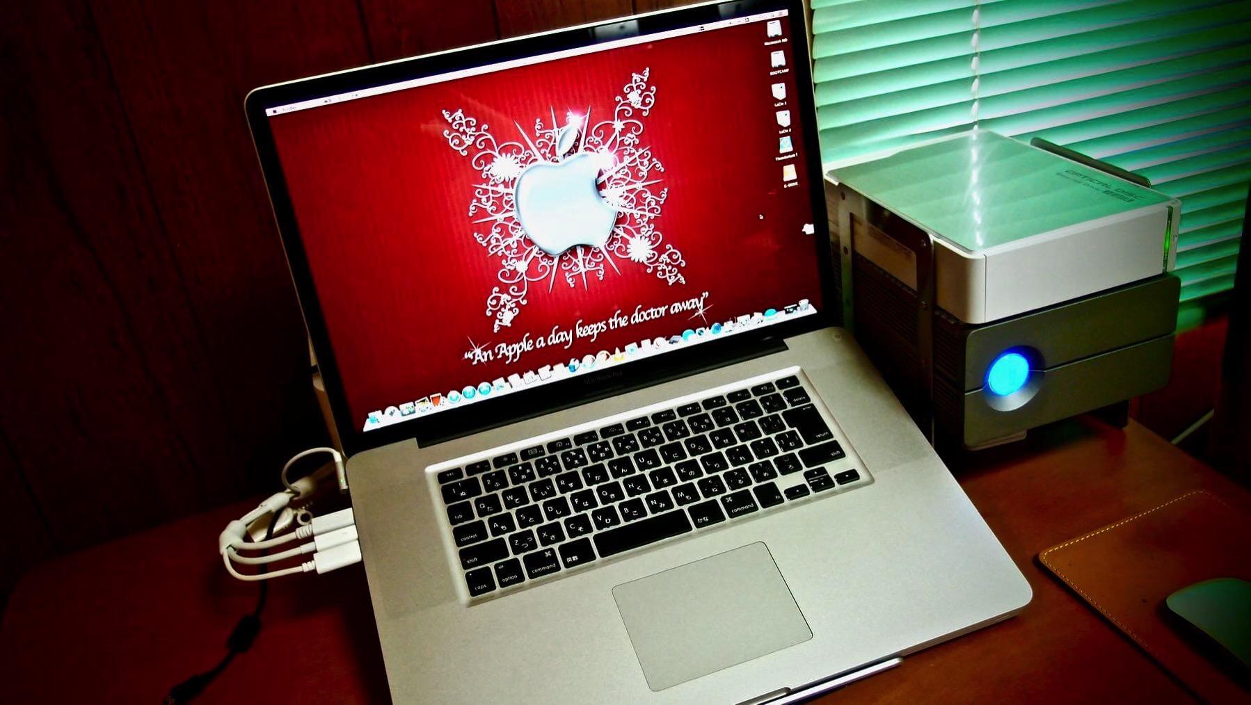 02 MacBook Pro 2011 17inch