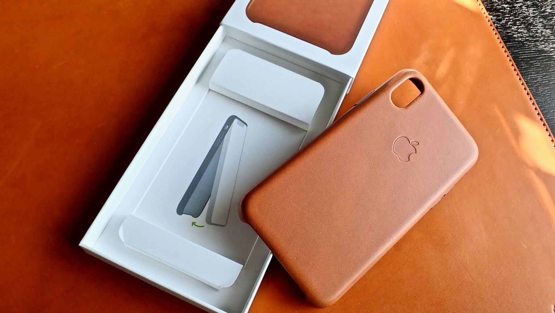 0191 iPhone X Apple Leather Case Saddle Brown Review 06