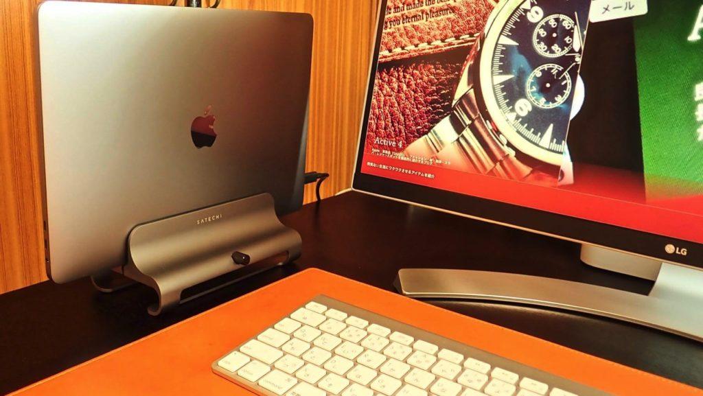 [0193] ノートパソコンスタンドで机をお洒落に整理する 『Satechi アルミニウム バーティカル ラップトップ スタンド』をレビュー!!