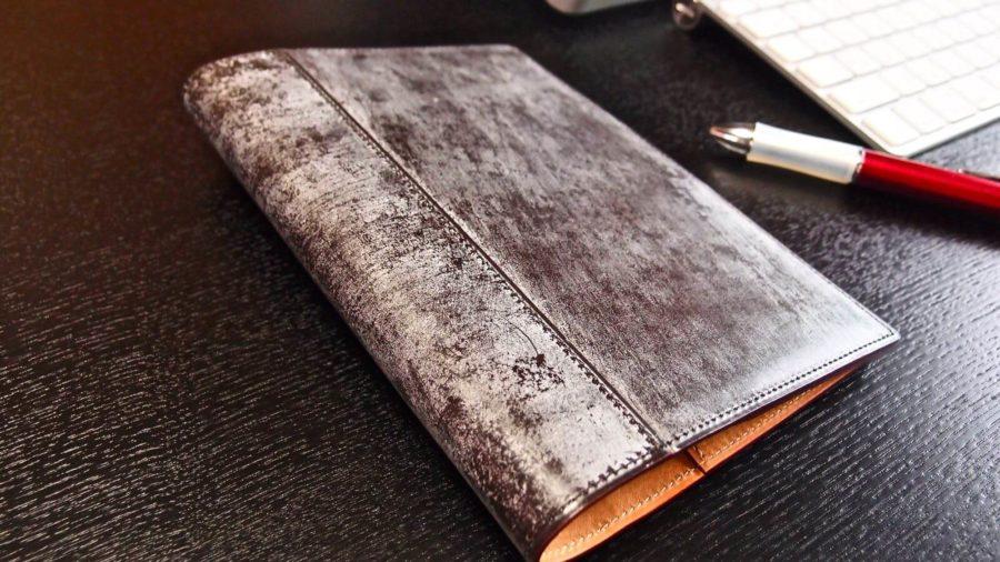 [0097] Ganzoのノートカバー THIN BRIDLE (シンブライドル)はBloom(ブルーム)が美しい