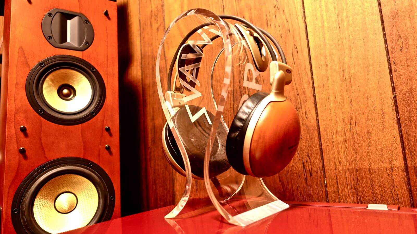 0080 OMEGA type headphone stand BRAINWAVZ review 01