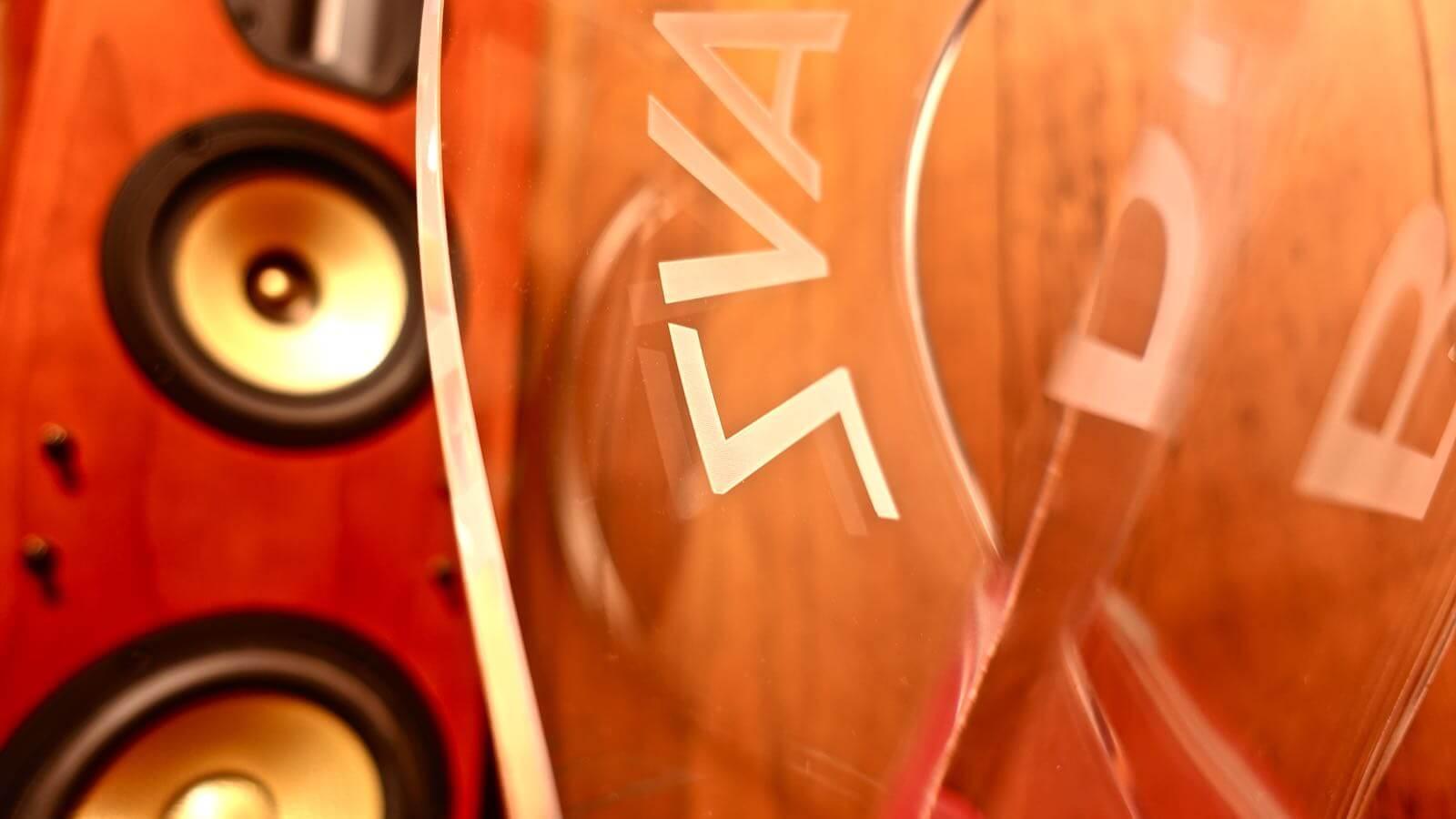 0080 OMEGA type headphone stand BRAINWAVZ review 05