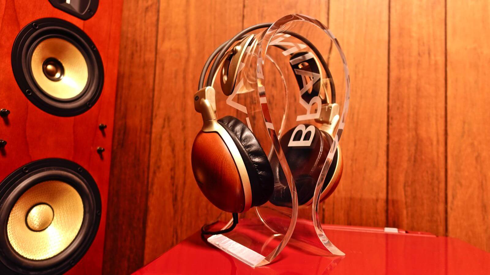 0080 OMEGA type headphone stand BRAINWAVZ review 07