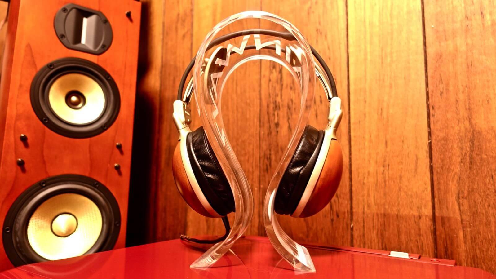 0080 OMEGA type headphone stand BRAINWAVZ review 08