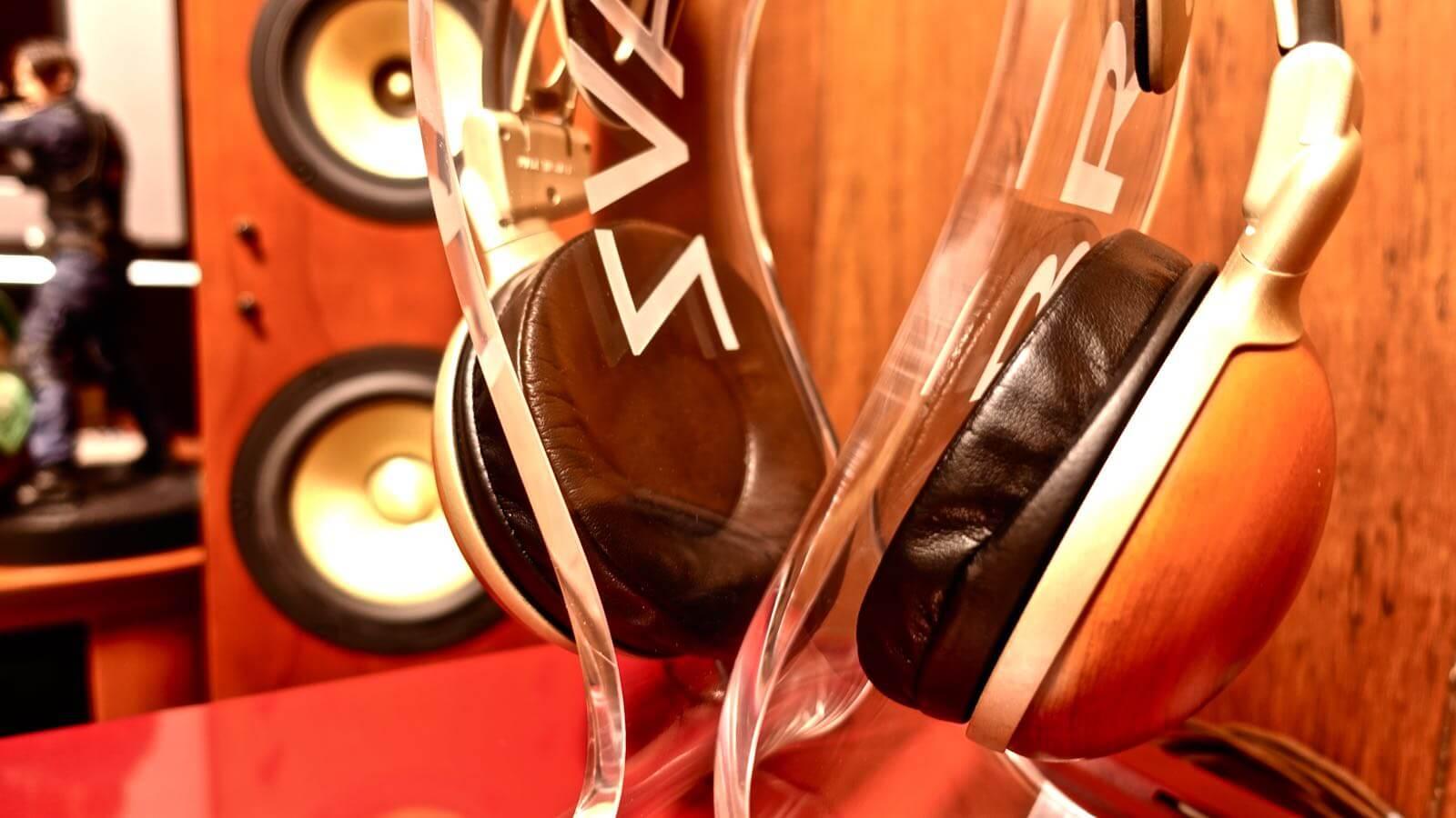 0080 OMEGA type headphone stand BRAINWAVZ review 10