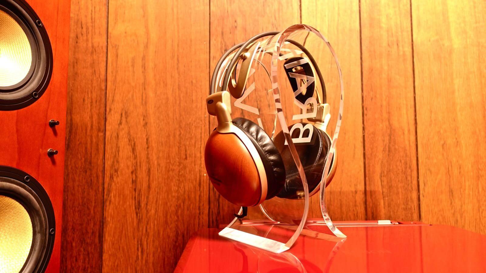 0080 OMEGA type headphone stand BRAINWAVZ review 12