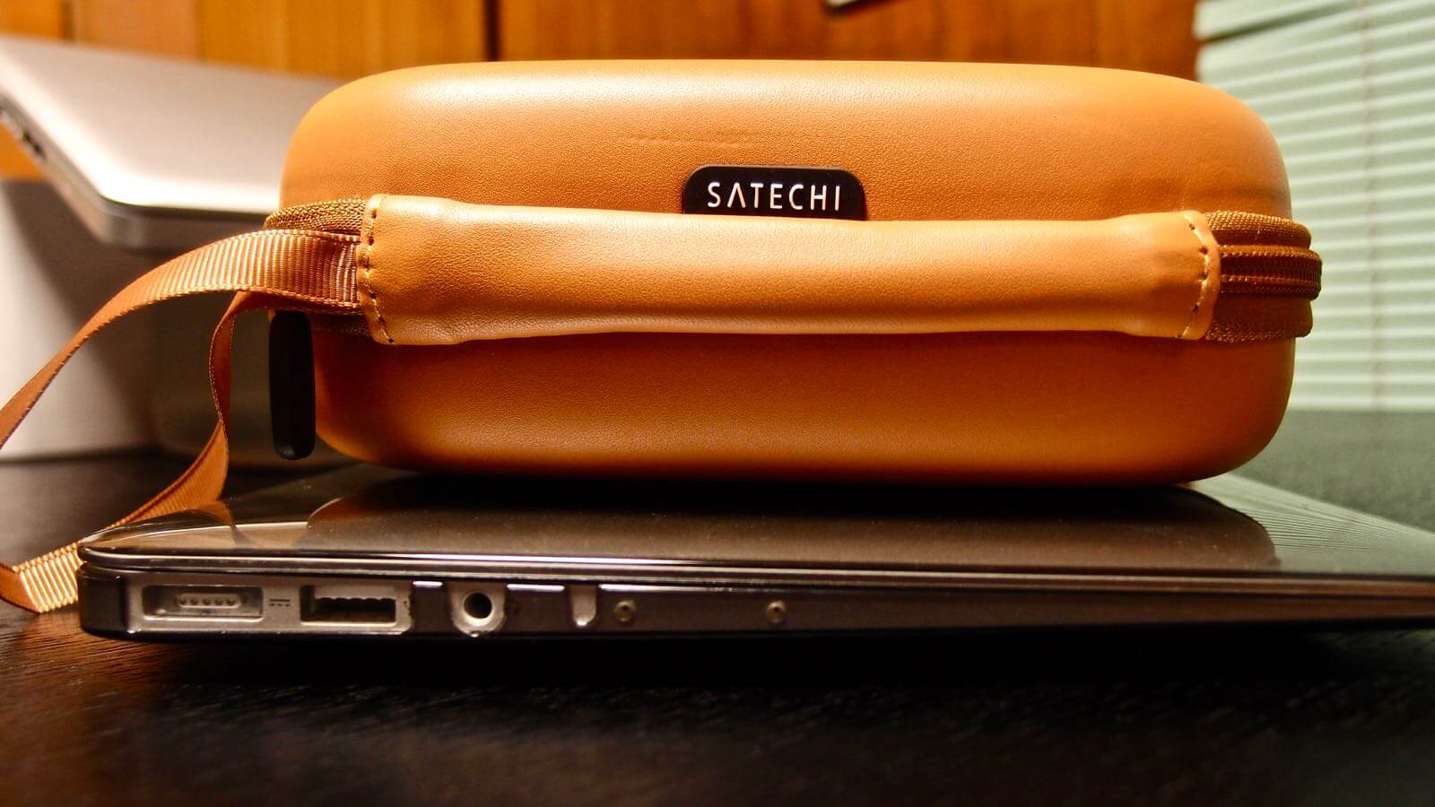 0159 Satechi s Headphones Hard Case Review 02