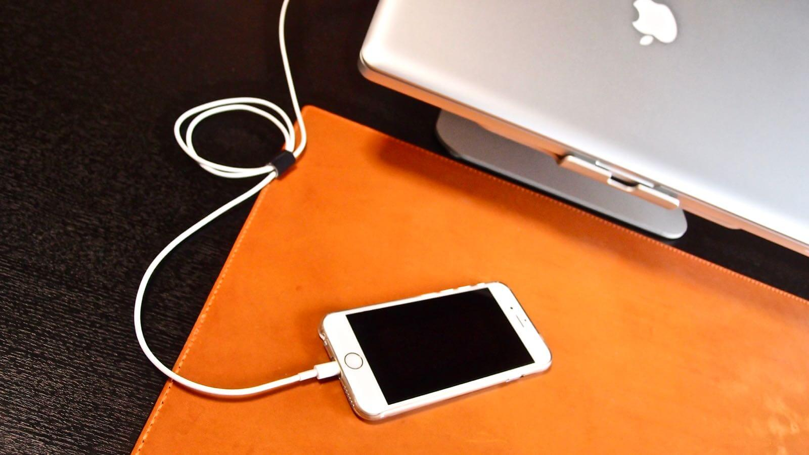 0166 Satechi iPhone Charging Stand Review  02
