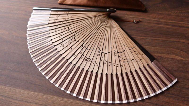 [0094] 滑らかな動作が気持ちいい〜 絹製さくら扇子 (焦茶色)