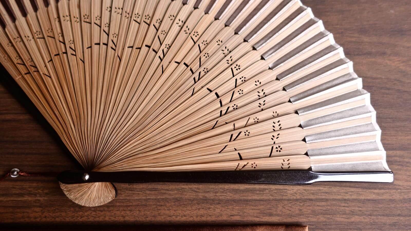 0094 Sakura Silk Folding fan Review 02