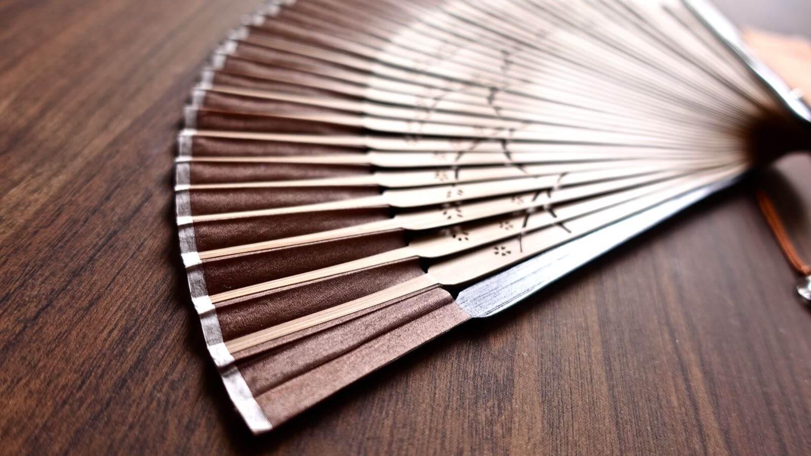 0094 Sakura Silk Folding fan Review 04