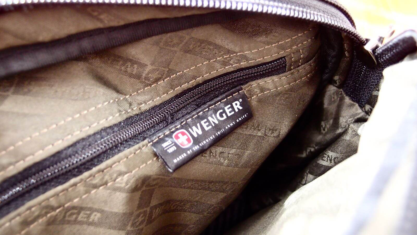 0109 WENGER Anglyph II Bag Review 04