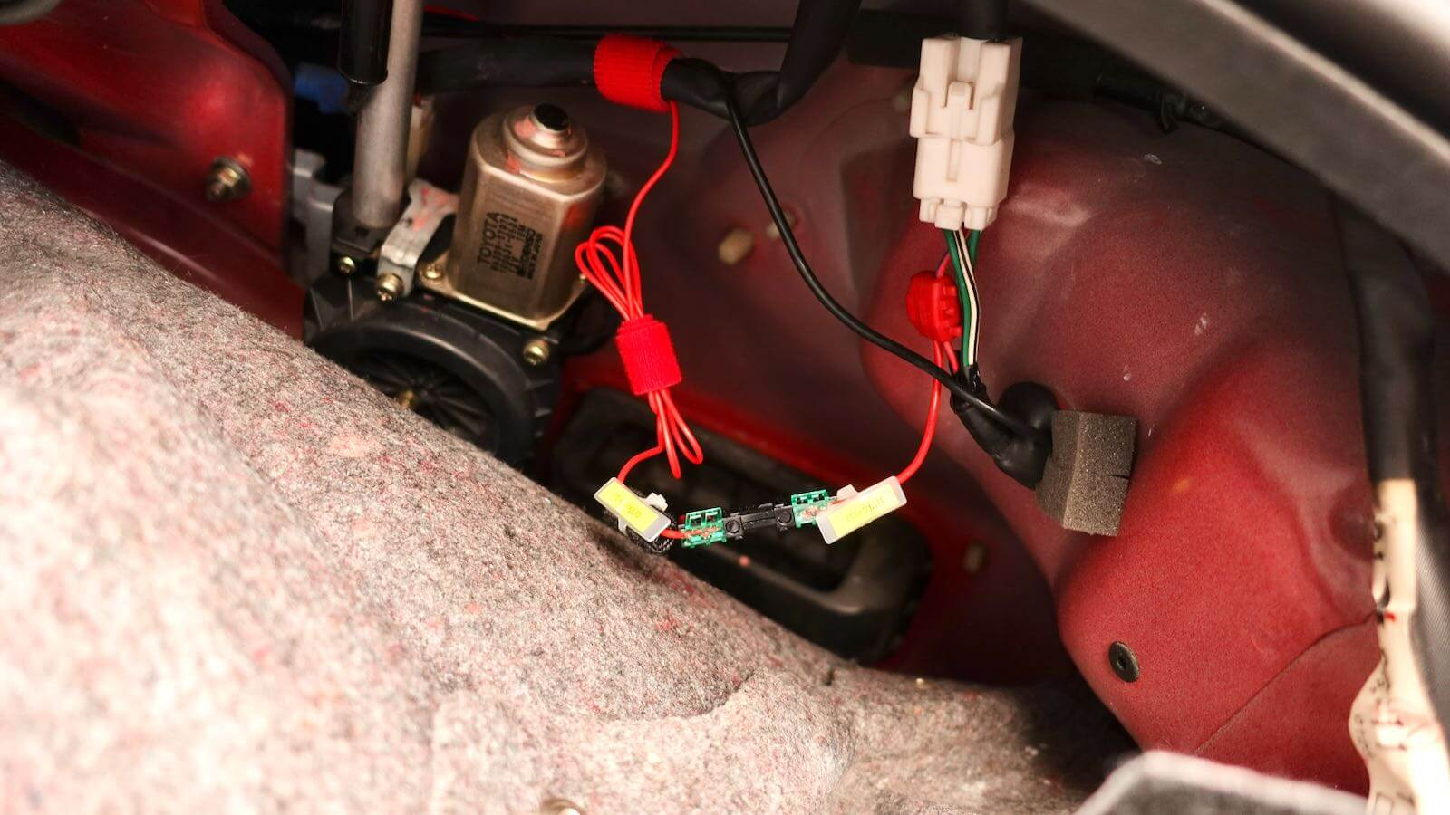 MR2 back lamp cable short circuit