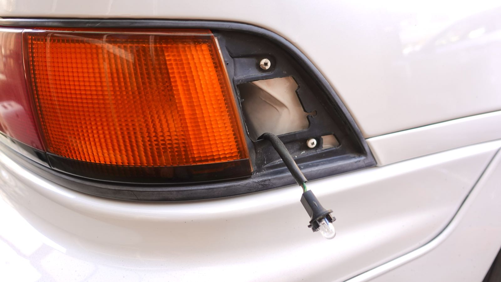 MR2 tail lamp screw position