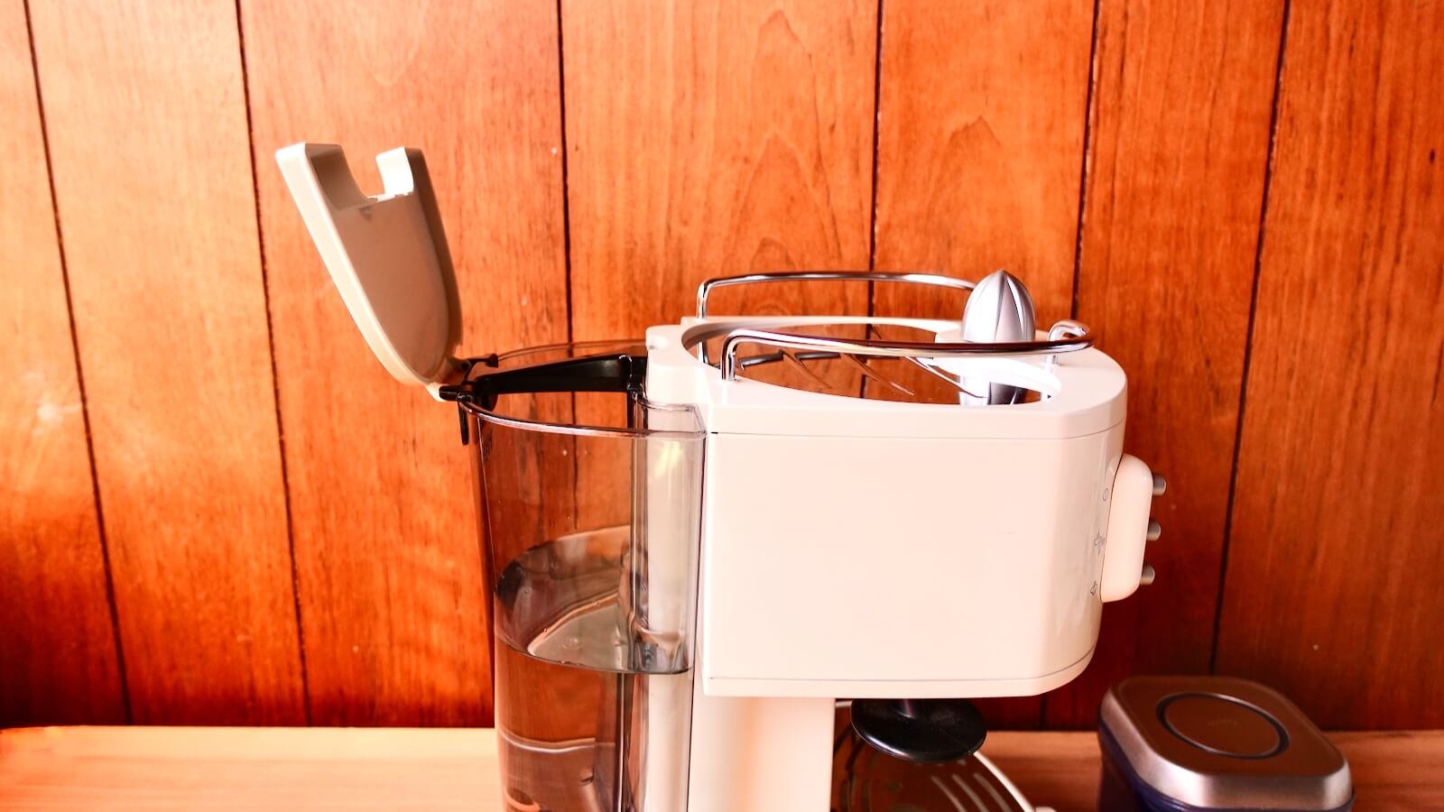 Delonghi espresso machine ECM300J Fill the water tank with water