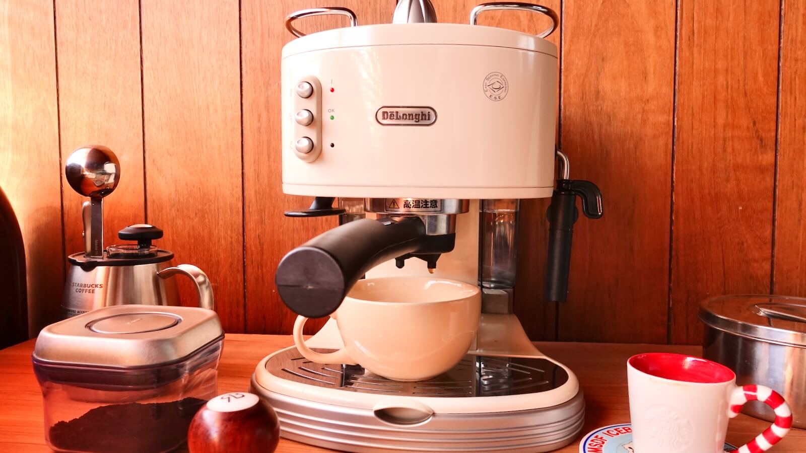 Delonghi Espresso Machine ECM300J Photograph with saucer placed after extraction