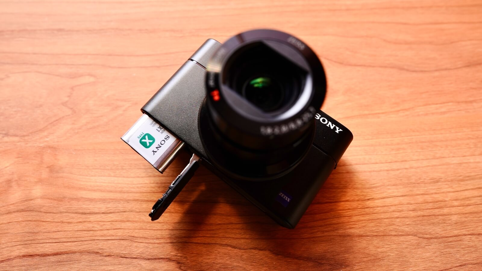 Photo of RX100M5A with battery removed