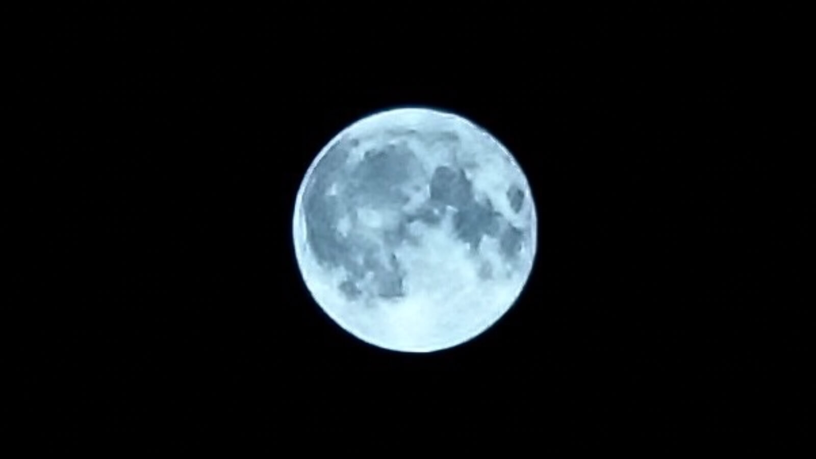 Autumn full moon taken with RX100M5A