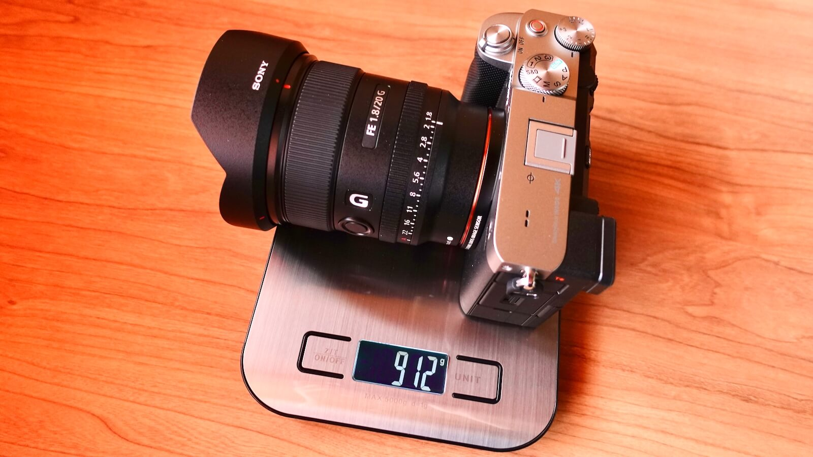 Photograph of α7c and FE 20mm F1.8 G lens attached and weighing